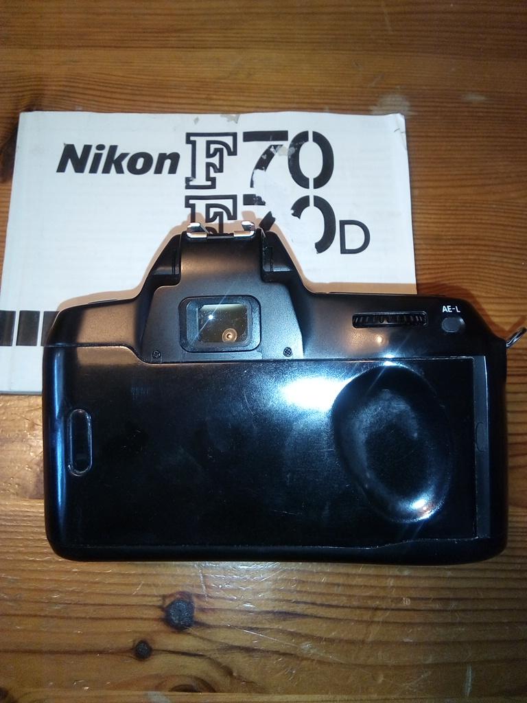 NIKON F 70 FOTOCAMERA REFLEX A PELLICOLA