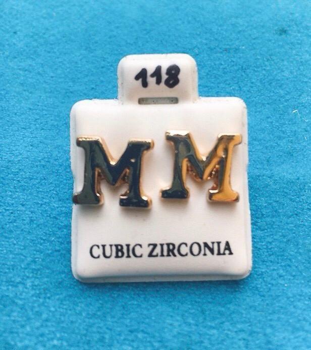 Orecchini Iniziali M CZ118