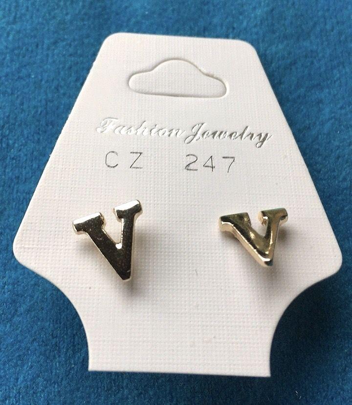 Orecchini Lettere V CZ247