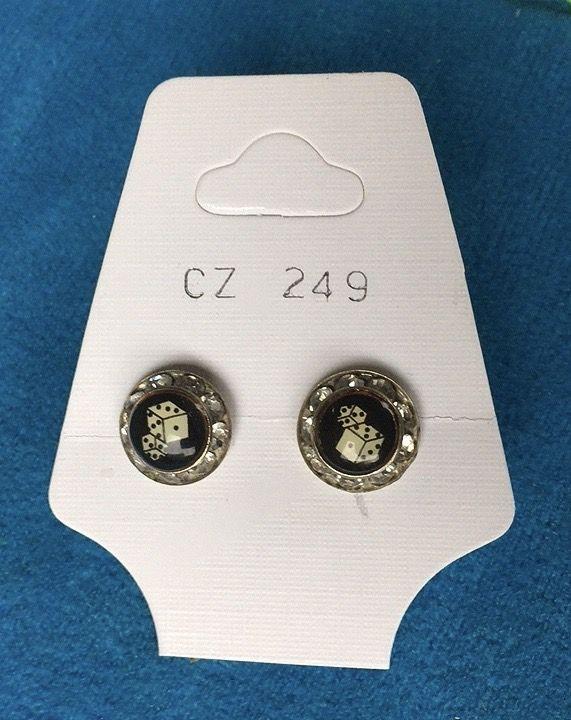 Orecchini Bottone Dadi CZ249