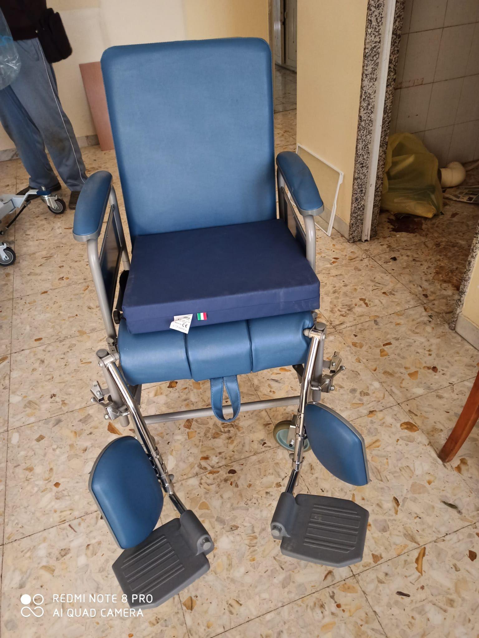 vendo sedia con ruote piccole mai usata